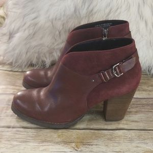 CLARKS Burgundy Leather Ankle Booties 🍀🍀🍀🍀🍀